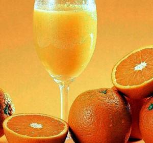 Những phụ nữ hấp thụ một lượng hợp chất flavanones có trong cam và quýt lại có khả năng giảm tới 19% nguy cơ đột quỵ so với những phụ nữ ít ăn hoặc không ăn cam, quýt