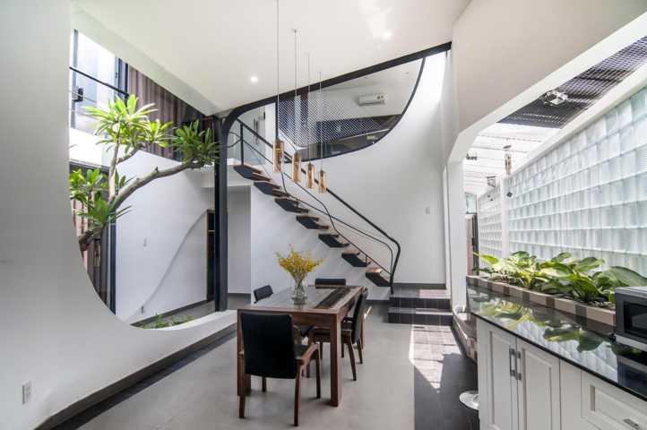 Ngôi nhà nằm trên đường Thoại Ngọc Hầu, Quận Tân Phú, TP. Hồ Chí Minh, là món quà của chủ nhân dành tặng mẹ.
